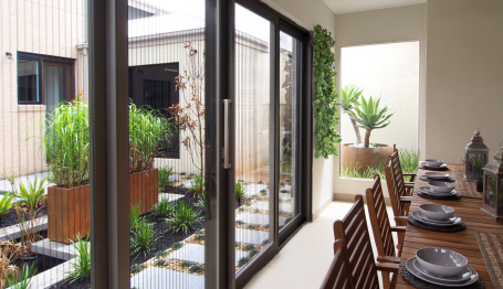 A&L Screens opening up a living area, connecting the indoors and outdoors
